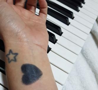 ébano; ebony; piano; tattoo;